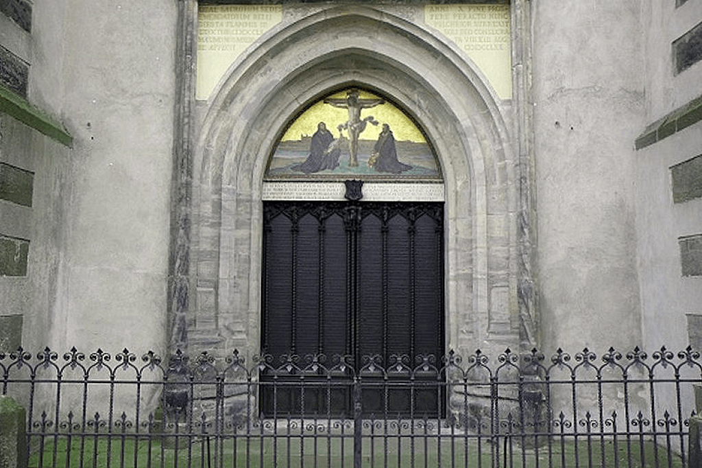 Martin Luther Reformationen - Nadver central Døren i Wittenberg All Saints Church https://www.oestrup-skeby-gerskov-kirker.dk