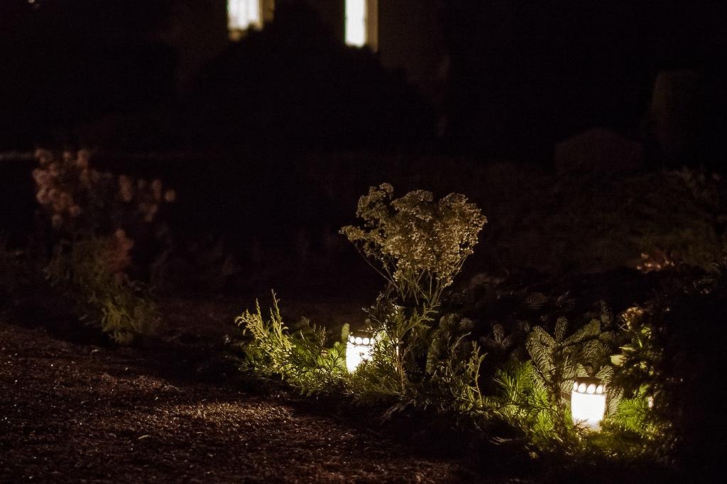 Der tændes lys på gravene CMP