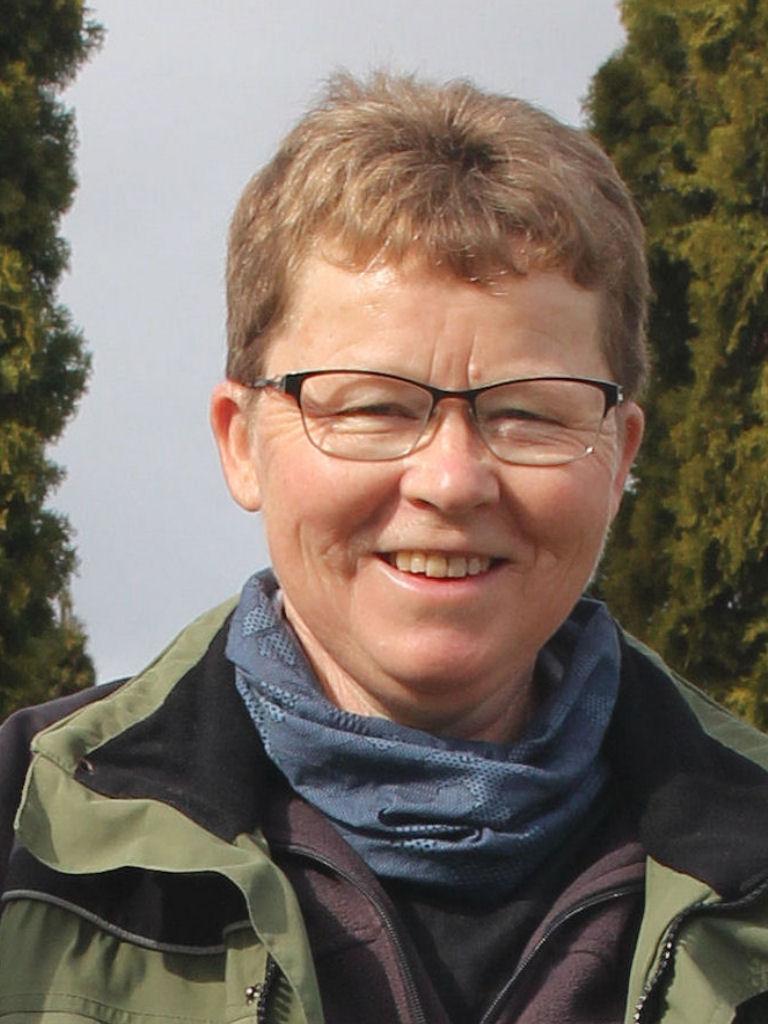Graver Lisbeth Jensen, Trøjborggyden 10, tlf. 64 82 12 94
