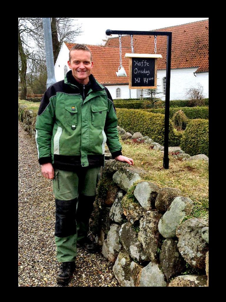 Kontakt Personer i Kirkerne Graver Henning Madsen Rødevej 5 5450 Otterup Tlf. 41 26 34 11